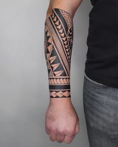 Polynesian Forearm Tattoo, Maori Tattoo Arm, Tribal Forearm Tattoos, Tribal Armband Tattoo, Armband Tattoo Design, Polynesian Tattoo Designs, Tribal Tattoos For Men, Cool Arm Tattoos, Maori Tattoo Designs