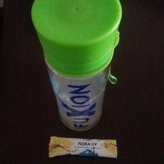 Ahora inició el día con esta bebida sabor a granadilla Flora Liv que son  cultivos pre y pro bioticos para mejorar las defensas del organismo