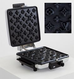 Luis Vuitton wafelijzer; i think only i would rly want this lol