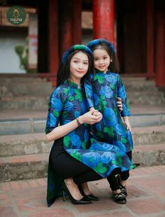 """""""How lovely we are dressed alike! Mother Daughter Dresses Matching, Mommy And Me Dresses, Mother Daughter Fashion, Mom Dress, Mom Daughter, Baby Dress, Vietnamese Clothing, Vietnamese Dress, Vietnamese Traditional Dress"""