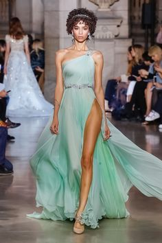 """Refined, sensual, feminine... Georges Hobeika's Greek goddesses bring antiquity to the catwalk, but with the modern touch that defines Hobeika' work. His Haute Couture Spring-Summer 2018 fashion is inspired by the Hellenistic heritage, its art and myths which the Lebanese designer sublimates with his sense of luxury and his signature flowers and leaves motifs. The procession of these """"modern goddesses"""" reveals symbols and motifs usually found on sculpted friezes, ionic columns, Greek ..."""