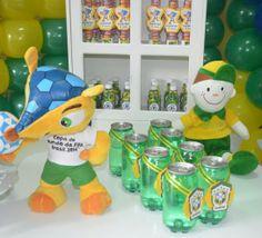 Mamães, mais fotos dessa festa infantil verde-amarela/Copa do Mundo em: http://mamaepratica.com.br/2014/06/12/mamae-em-festa-verde-e-amarelo/ Foto: blog Mamãe Prática  Brazilian children's party - World Cup