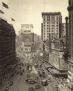 """3,308 curtidas, 7 comentários - Imagens Históricas  (@historiaemimagens) no Instagram: """"Broadway com a Times Square, Nova York, 1920."""""""