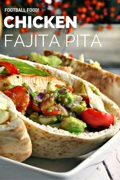 Chicken Fajita Pita - Life, Love, and Good Food Pita Sandwiches, Healthy Sandwiches, Pita Bread Sandwich, Lunch Recipes, Cooking Recipes, Healthy Recipes, Sandwich Recipes, Recipes With Pita Bread, Pita Bread Fillings