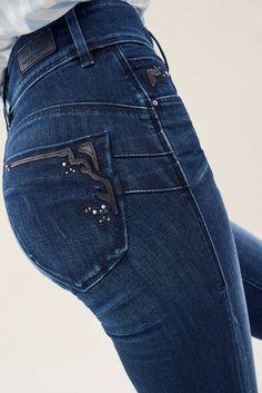 Vaqueros Secret Slim con tachuelas - Salsa Jeans Pants, Denim Jeans, Polo Wear, Estilo Denim, Denim Fashion, Womens Fashion, Mode Jeans, Denim Trends, Tops For Leggings
