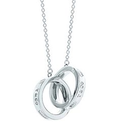 A timeless Tiffany favorite. Interlocking circles pendant in genuine silver. Size small, on a 16 chain. A timeless Tiffany favorite. Interlocking circles pendant in genuine silver. Size small, on a… Tiffany & Co., Tiffany Outlet, Silvester Make Up, Before Wedding, Tiffany Jewelry, Tiffany Necklace, Ring Necklace, Circle Necklace, Ring Set