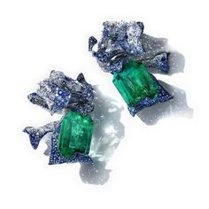 Cindy Chao Art Jewels. Via the_glory_lab.dk. 200 carat of emerald earrings ! Ribbon earrings with two octagonal Colombian emeralds of 100.42cts and 99.42cts, diamonds of 74.36cts and 53cts of sapphire totaling, crafted in 18k white gold and titanium by Cindy Chao. #cindychao #cindychao_artjewel #jewelryblogger #highjewellerydream #finejewelry