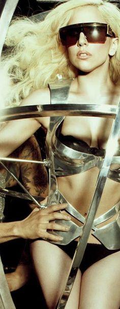 Lady Gaga .