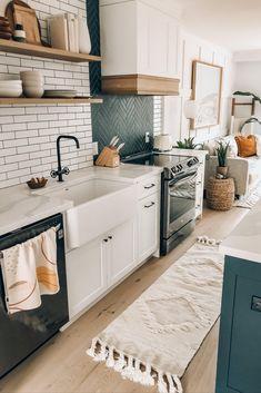 Boho Kitchen, Home Decor Kitchen, Kitchen Interior, New Kitchen, Home Kitchens, Rustic Kitchen, Dream Home Design, House Design, Küchen Design