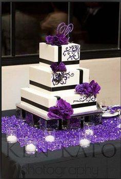 Torta de boda cuadrada para una boda blanco y negro.
