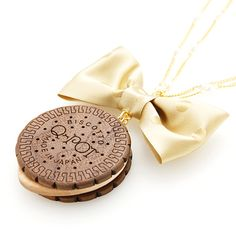 Q-pot.  Round Choco Biscuit Necklace GoldRibbon