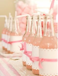 So refreshing..... make your own punch or drink for the bridal shower in the color as the theme. Wrap with a ribbon and straw and that makes a hit!
