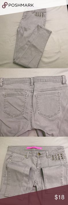 Green khaki studded skinny jeans Size 3. Light green khaki. EUC Tinseltown Jeans Skinny