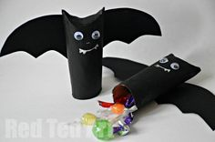 Halloween Craft: Easy Pinata / Goodie Bag - Red Ted Art - Make crafting with kids easy & fun Halloween Decorations To Make, Halloween Arts And Crafts, Fete Halloween, Halloween Crafts For Kids, Pinata Halloween, Spooky Halloween, Halloween Treats, Happy Halloween, Kids Crafts