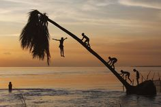Skinny-dipping in Bangladesh (source) Bangladesh Travel, Pink Sky, Travel Inspiration, Art Photography, Travel Photography, Beautiful Places, Around The Worlds, Ocean, Adventure