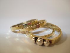He encontrado este interesante anuncio de Etsy en https://www.etsy.com/es/listing/227222124/brass-stacking-rings-set