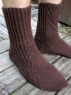 Kontio socks continue the series of unisex sock patterns designed for worsted weight yarns. The socks are worked cuff down, French heel is reinforced and the left and right foot socks are worked as mirror images of each other. Knitting Socks, Hand Knitting, Lots Of Socks, Brown Socks, Foot Socks, Yarn Colors, Knitting Patterns Free, Knitting Projects, Slippers