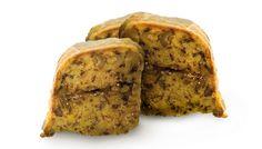 Bolo Beirão. O fruto seco ganha outra piada quando o Licor Beirão entra na equação. O tradicional bolo de noz reinventa-se, e cada fatia é um pedaço de gula que abre caminho para a próxima.