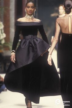 Find out more on Europeana 2000s Fashion, Fashion History, High Fashion, Fashion Show, Vintage Couture, Vintage Fashion, Givenchy Couture, Couture Fashion, Runway Fashion