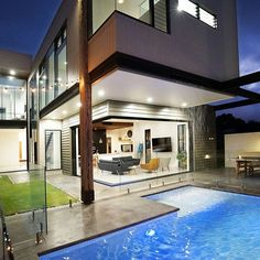 Who wants a waterfall cascading down past the living room into their pool? We absolutely love this multifaceted design incorporating light weight materials like Scyon Stria Axon and Linea from Stay tuned for more details on this stunning renovation! Brisbane Architecture, Australian Architecture, Architecture Design, Interior Cladding, Wall Cladding, Cladding Ideas, External Cladding, Minimal Decor, Hamptons House