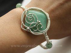 Queen - bracelet by Eni Fenyvesi, via Flickr