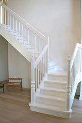 treppenverkleidung wandverkleidung an treppe wandpaneele holz treppe ideas for. Black Bedroom Furniture Sets. Home Design Ideas
