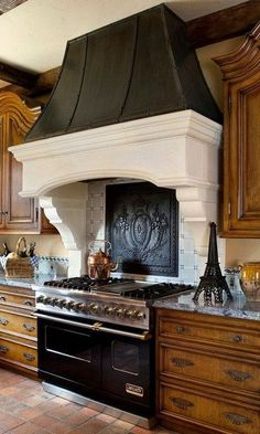 40 Kitchen Vent Range Hood Design Ideas_38