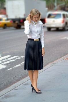 The Classy Cubicle: Coated Pleats and Collar Tips with Oxford shirt, stacked rings, circle jewelry collar pins tips. Office Fashion, Work Fashion, Fall Fashion, Workwear Fashion, Fashion Blogs, Corporate Fashion Office Chic, Dress Fashion, Stylish Office, Womens Fashion