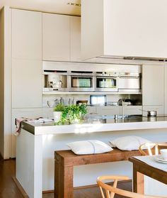 Home Decoration Ideas and Design Architecture. DIY and Crafts for your home renovation projects. Long Kitchen, Kitchen Dining, Kitchen Decor, Home Interior, Interior Design Living Room, Kitchen Interior, Sweet Home, Kitchen Pictures, Home Kitchens