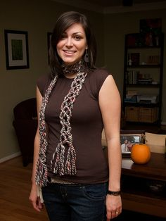 Looking for easy no knit scarf patterns - might give this one a try.