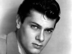 From 'Some Like It Hot' to 'The Defiant Ones,' Tony Curtis was the reigning Hollywood heartthrob of the He is also known as actress Jamie Lee Curtis's dad. Old Hollywood, Hollywood Icons, Golden Age Of Hollywood, Hollywood Stars, Classic Hollywood, Hollywood Actresses, Tony Curtis, Lee Curtis, Famous Men
