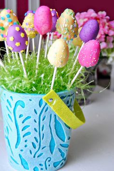 Easter #CakePops We love! Tiny little bites of cakey goodness! ;-)    I have to try these!