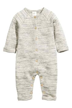 Cotton all-in-one suit: BABY EXCLUSIVE/CONSCIOUS. All-in-one suit in soft, marled sweatshirt fabric made from organic cotton with buttons at the front and crotch that continue down the inside of the legs. (Sizes 1-2Y with no buttons at the crotch.) Long raglan sleeves with sewn-in turn-ups at the cuffs and long legs with sewn-in turn-ups at the hems.
