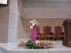 Church Flowers, Outdoor Furniture, Outdoor Decor, Flower Arrangements, Table Decorations, Home Decor, Creative Flower Arrangements, Creativity, Altar Decorations