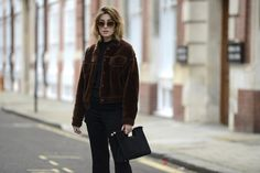 thestreetmuse_womenswear_fashion_streetstyle_photography_by_melaniegalea_in_london_with_muse_carmen-hamilton_accessory_sunglasses_clutch_fur_coat_beauty_black_trousers_london-fashion-week-20160107111409.jpg (1200×800)