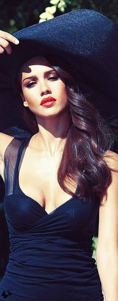 Jessica Alba - '40's Hollywood Inspired      http://sulia.com/channel/fashion/f/679ecc54-ef59-468f-a66f-3e71f7f56101/?source=pin&action=share&ux=mono&btn=small&form_factor=desktop&sharer_id=125430493&is_sharer_author=true&pinner=125430493