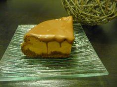 http://papilles-on-off.blogspot.fr/2014/11/cheesecake-la-confiture-de-lait-nappe.html Pour un cercle de 16cm 150g de spéculoos 70g de beurre  320g de philadelphia 3 oeufs 2 càc de vanille liquide 200g de chocolat au lait 400g de confiture de lait Raffolait