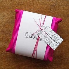 Packing one of my small silk cushions, this is how the gift packaging looks.