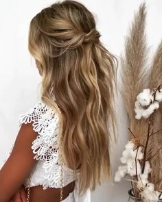 So stunning we are loving these soft waves emmachenartistry Wavy Bridal Hair, Wedding Hairstyles For Long Hair, Bridal Hair And Makeup, Braids For Long Hair, Wedding Hairstyles Half Up Half Down, Bohemian Wedding Hairstyles, Bridal Hairstyle Indian Wedding, Bridesmaids Hairstyles Down, Bridal Hair With Flowers