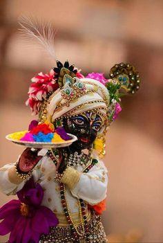 Shri Radhe Maa, also called Mamtamai Shri Radhe Guru Maa and Guru Maa by her devotees, is a Hindu spiritual teacher and guru from India. Radha Krishna Holi, Cute Krishna, Krishna Radha, Krishna Statue, Jai Shree Krishna, Radhe Krishna Wallpapers, Lord Krishna Wallpapers, Lord Krishna Images, Radha Krishna Pictures