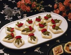 4 room temperature appetizers at this site:  Avocado and Jalapeno  Apricot bites  Asparagus Appetizer  Avocado Crunchies