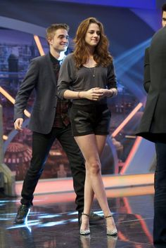 "Kristen Stewart Photos - Robert Pattinson and Kristen Stewart attend ""El Hormiguero"" Tv show at Vertice Studio on November 2012 in Madrid, Spain. - Robert Pattinson and Kristen Stewart Attend 'El Hormiguero' Tv Show Vampire Twilight, Twilight Saga Series, Twilight Edward, Twilight Series, Twilight Movie, Kristen Stewart, Robert Pattinson Twilight, Robert Pattinson And Kristen, Nikki Reed"