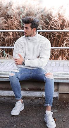 - Men& winter wear is no more a protection garment but a style statement. Gone are the days of a simple snow-proof overcoat and big buttoned leat. Winter Outfits Men, Stylish Mens Outfits, Winter Wear Men, Men Winter Fashion, New Fashion Style For Men, Fashion Guide, Style For Men Casual, Mens Snow Fashion, Mens Style Winter