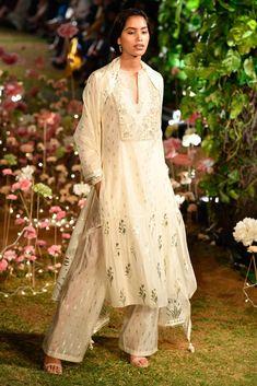 Complete Collection: Anita Dongre at Lakmé Fashion Week summer/resort 2019 Nikkah Dress, Pakistani Dresses, Indian Dresses, Indian Outfits, Saree Dress, Lehenga Blouse, Indian Clothes, Anita Dongre, Churidar