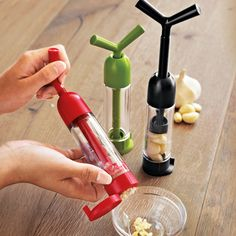 chopped garlic with a twist The Chef'n Garlic Machine Garlic Press offers garlic prep and storage in one gadget.The Chef'n Garlic Machine Garlic Press offers garlic prep and storage in one gadget. Cool Kitchen Gadgets, Home Gadgets, Cooking Gadgets, Gadgets And Gizmos, Cooking Tools, Kitchen Hacks, Cool Kitchens, Bedroom Gadgets, Cheap Gadgets