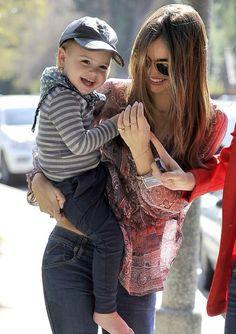 look at his smile haha too cute Miranda Kerr Orlando Bloom, Bardot, Arm Warmers, Sons, Hipster, Style Inspiration, Couple Photos, Cute, Smile