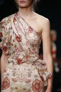 Alexander McQueen Spring 2016 Ready-to-Wear Accessories Photos - Vogue #alexandermcqueen2016