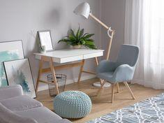 Altbewährtes Design mit einem modernen Touch trifft auf praktische Funktionalität! Lampenschirm und Lampenarm aus hellem, robustem Eichenholz sind verstellbar und können ganz nach Ihren Wünschen angepasst werden. Der eiförmige Lampenschirm aus glänzendem, weißem Metall sorgt für einen warmen, gemütlichen Lichtschein. Mesa Home Office, Home Office Desks, Seat Foam, Fabric Armchairs, Tiny House Living, Office Interiors, Living Room Chairs, Vintage Home Decor, My Room