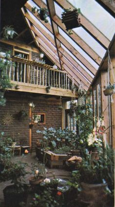 Two-level earthship with plants abounding Maison Earthship, Earthship Home, Earthship Design, Earthship Biotecture, Exterior Design, Interior And Exterior, Interior Balcony, Balcony Furniture, Future House