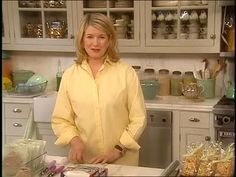 Martha Stewart uses the newest products to beautifully package and label bake sale goods. Martha Stewart uses the newest products to beautifully package and label bake sale goods. Home Baking, Fall Baking, Holiday Baking, Christmas Baking, Bake Sale Packaging, Baking Packaging, Gift Packaging, Packaging Ideas, Bake Sale Treats